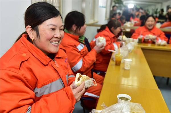 餐饮企业为环卫工提供免费早餐